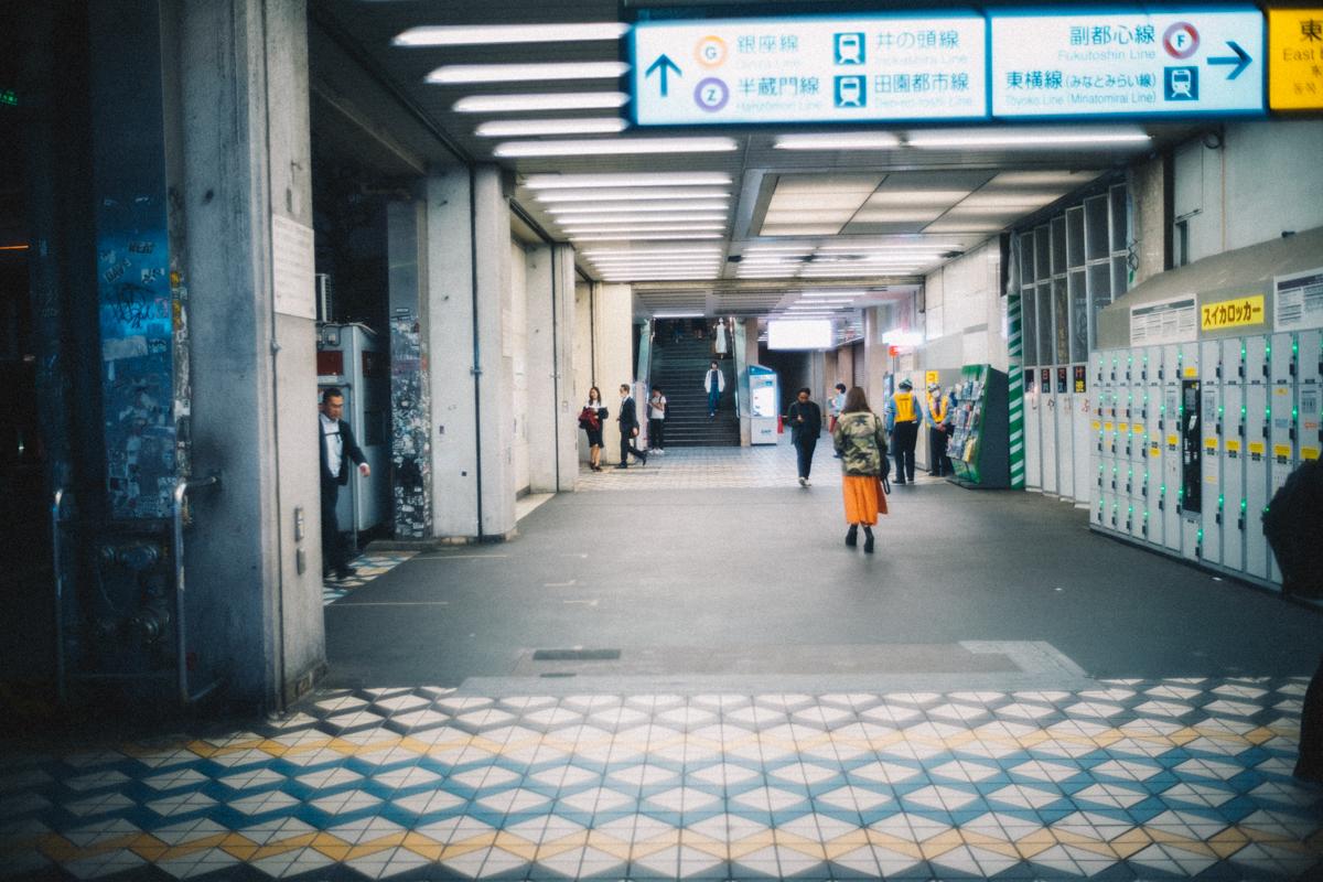 週末の人もまばらな渋谷駅|Leica M10 + Summilux 35mm f1.4