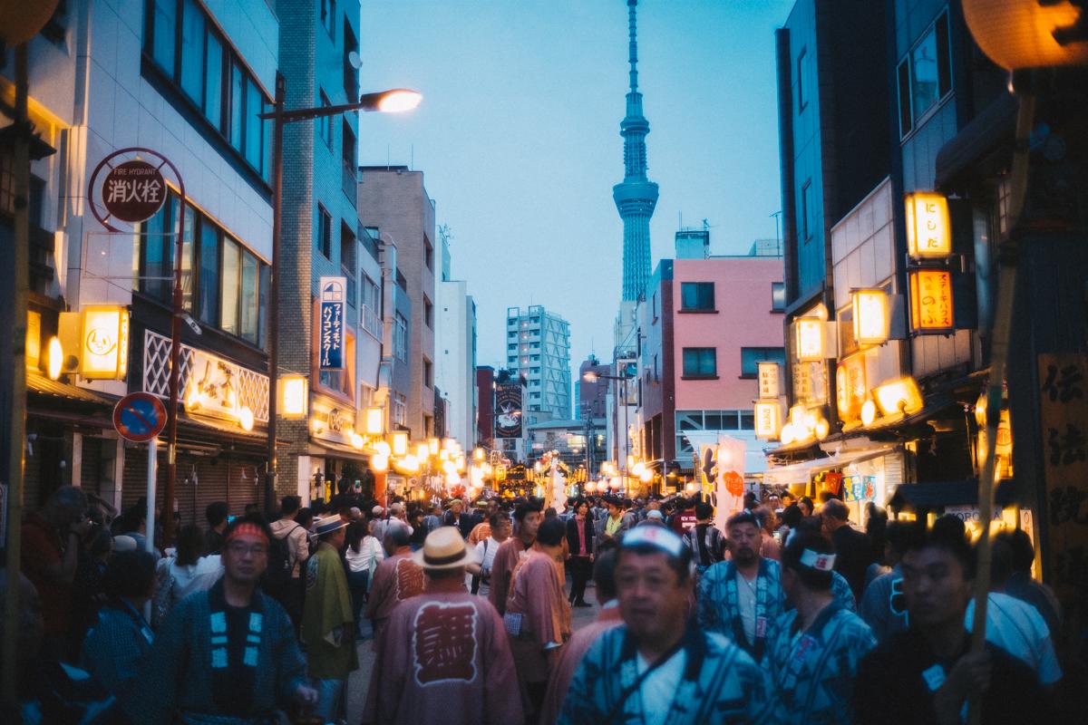 大勢の人で賑わう三社祭の前夜|Leica M10 + Summilux 35mm f1.4