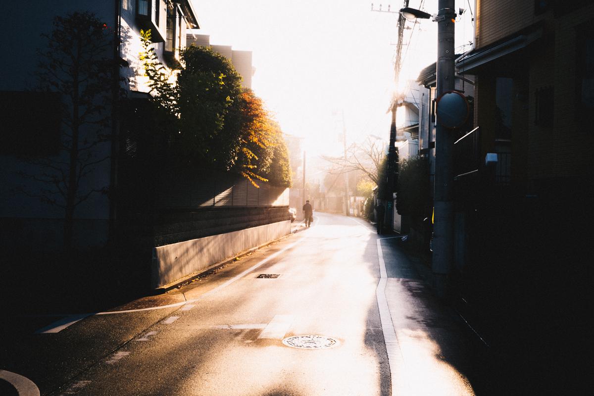 強烈な西日の中を五反田へ |Leica M10 + Summilux 35mm f1.4