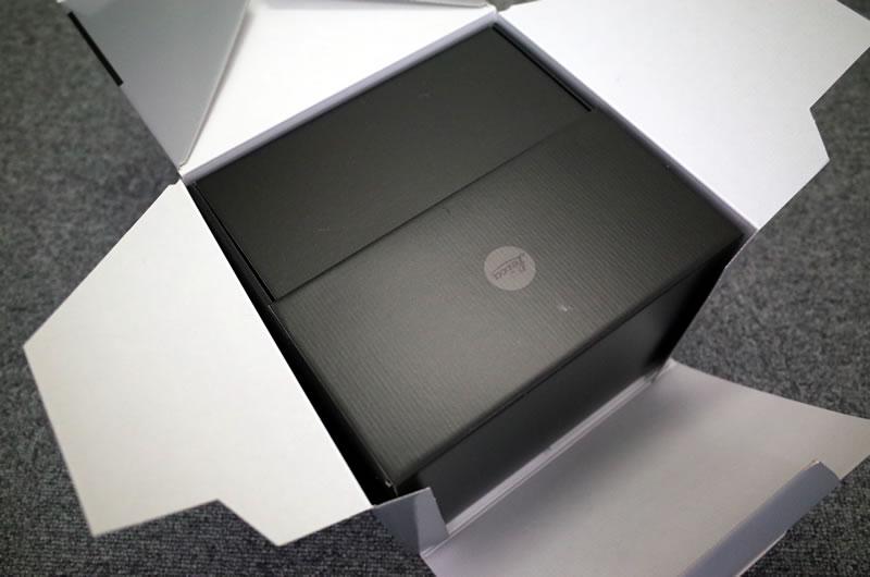 何だか重箱みたいなM10の化粧箱