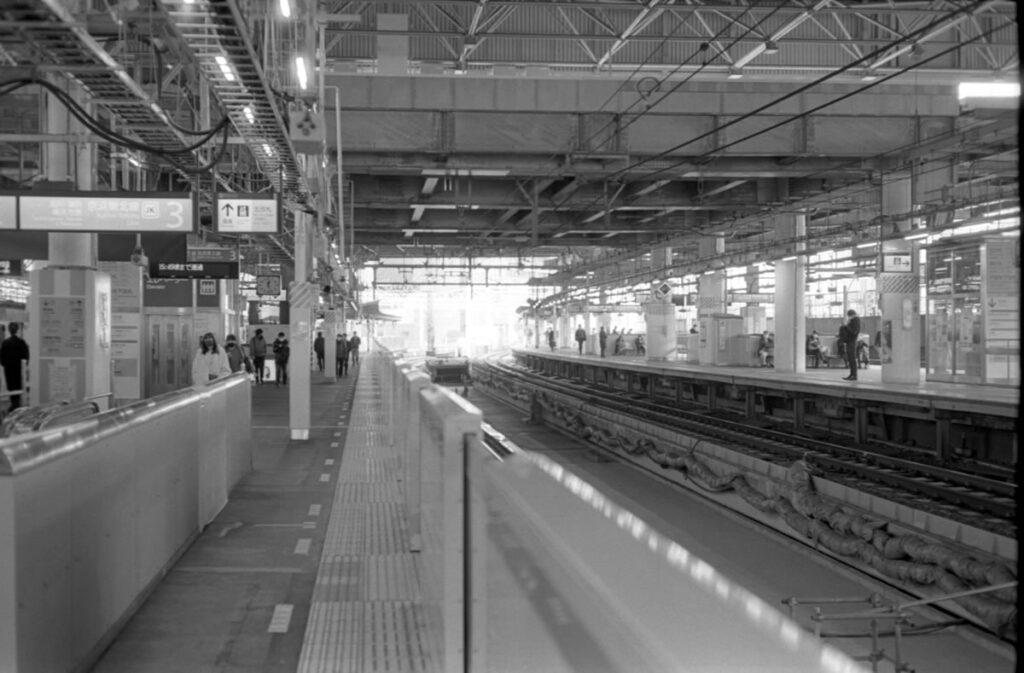 新橋駅ってこんなんだったっけ?|Leica M3 + C Sonnar T* 1.5/50 ZM + FKodak TRI-X 400