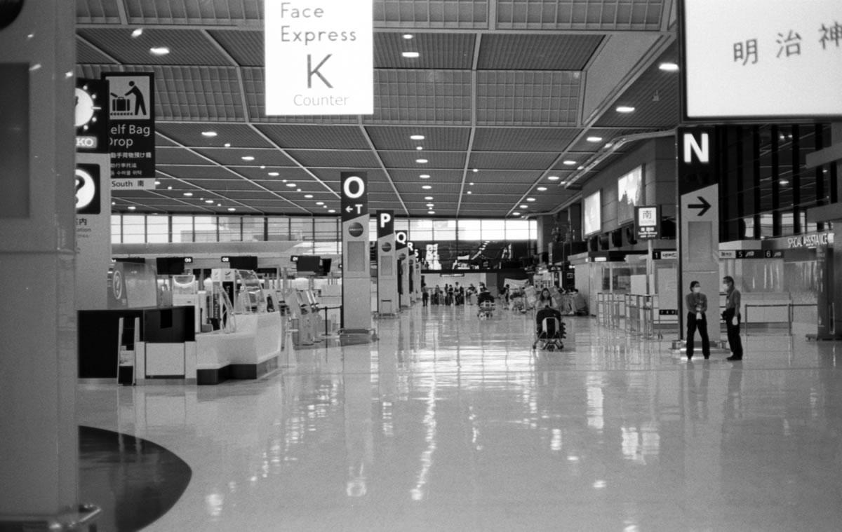 第3ターミナルもこの静けさ|Leica M3 + C Sonnar T* 1.5/50 ZM + ILFORD HP5 PLUS