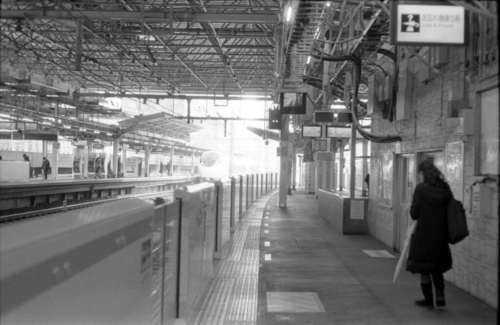 新橋駅ってry|Leica M3 + C Sonnar T* 1.5/50 ZM + FKodak TRI-X 400