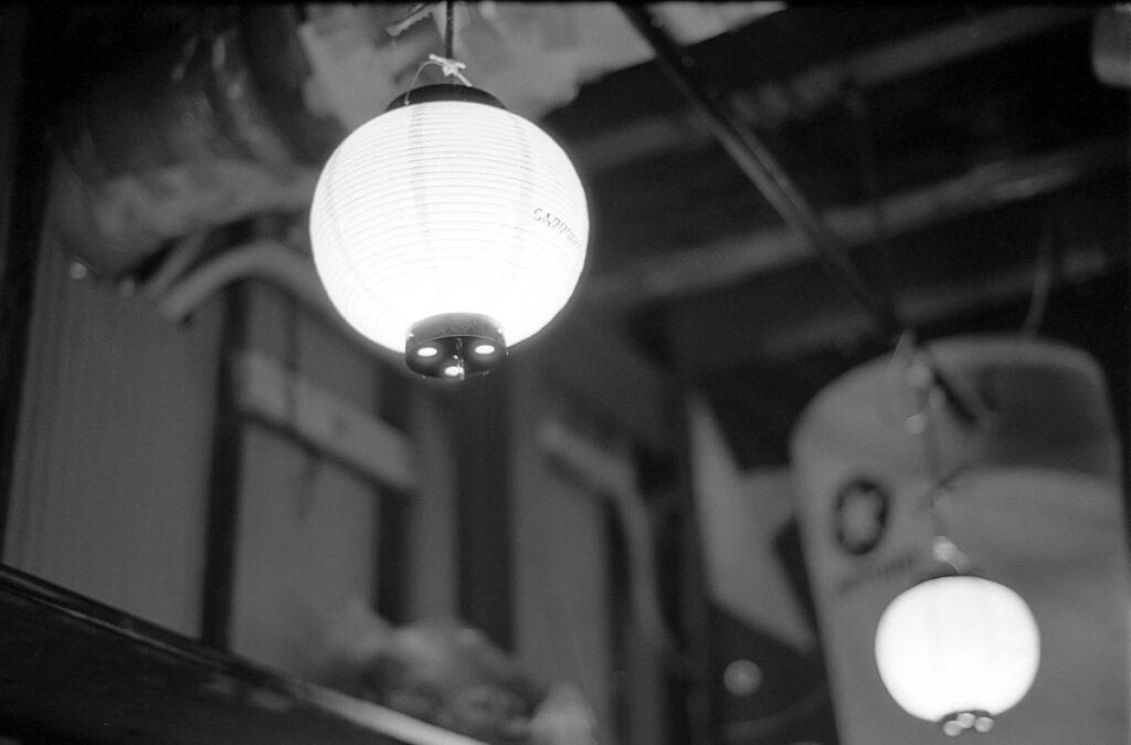 コグマヤに来ると照明を撮りたくなる|Leica M3 + C Sonnar T* 1.5/50 ZM + FKodak TRI-X 400