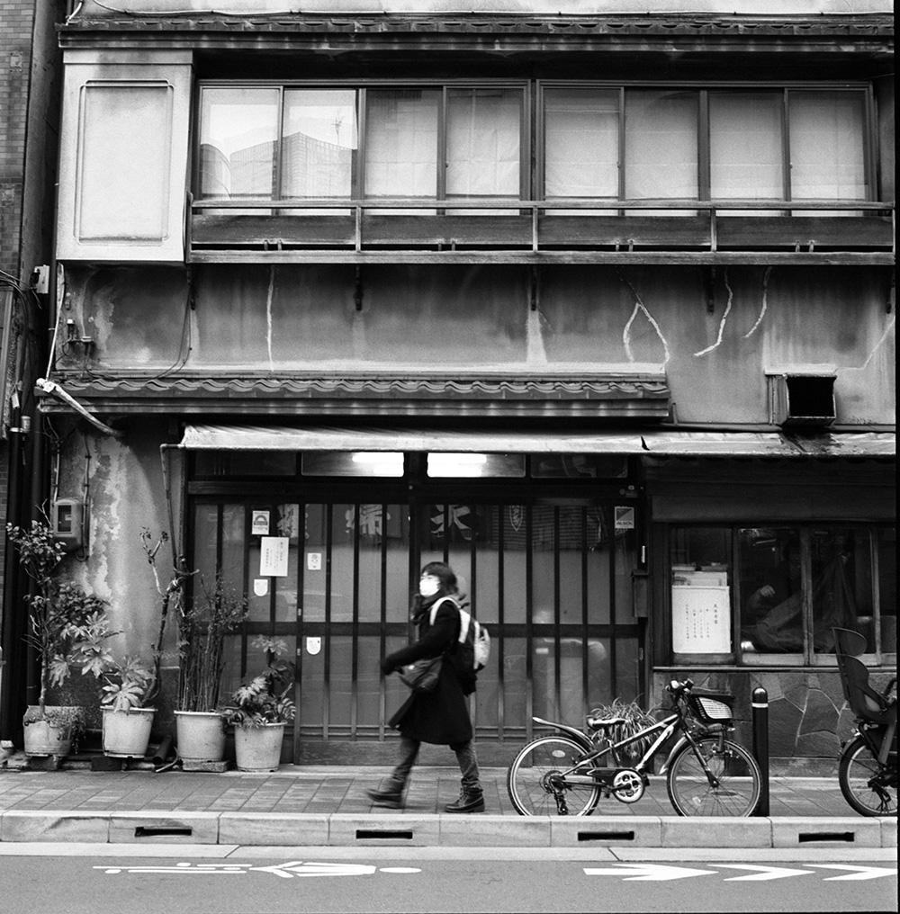 神田は魅力的な街並みだ ROLLEIFLEX 2.8F + ILFORD HP5 PLUS
