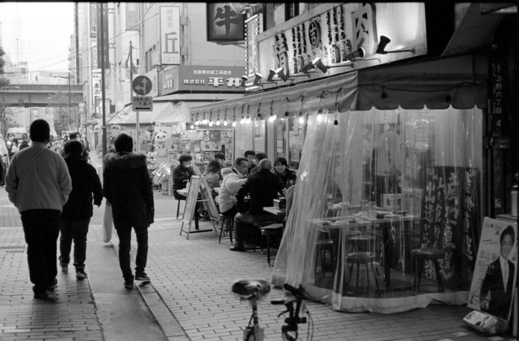 アメ横の飲み屋②|Leica M3 + C Sonnar T* 1.5/50 ZM + FKodak TRI-X 400