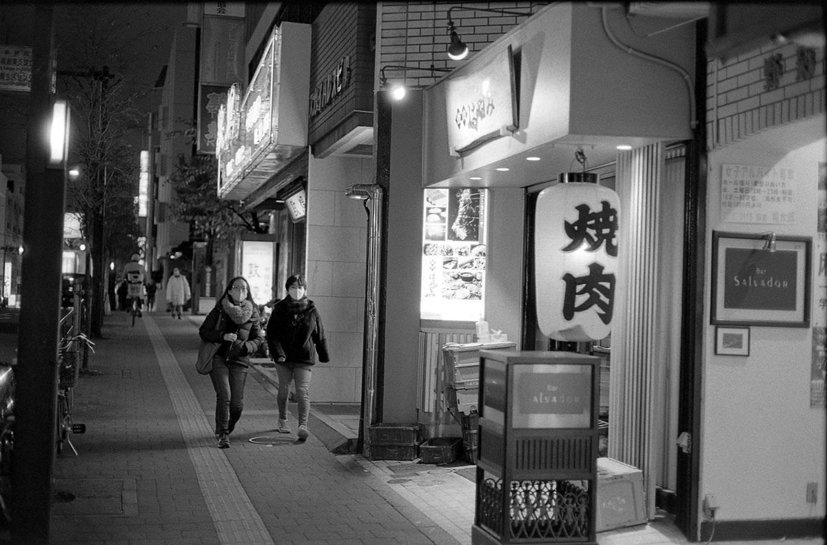はやみに到着|Leica M3 + C Sonnar T* 1.5/50 ZM + Fujifilm Neopan 400 Presto