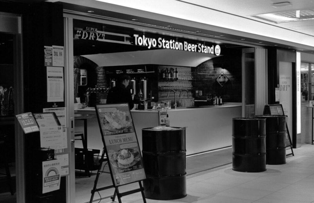 Tokyo Station Beer Standに寄ってみた|Leica M3 + C Sonnar T* 1.5/50 ZM + FKodak TRI-X 400