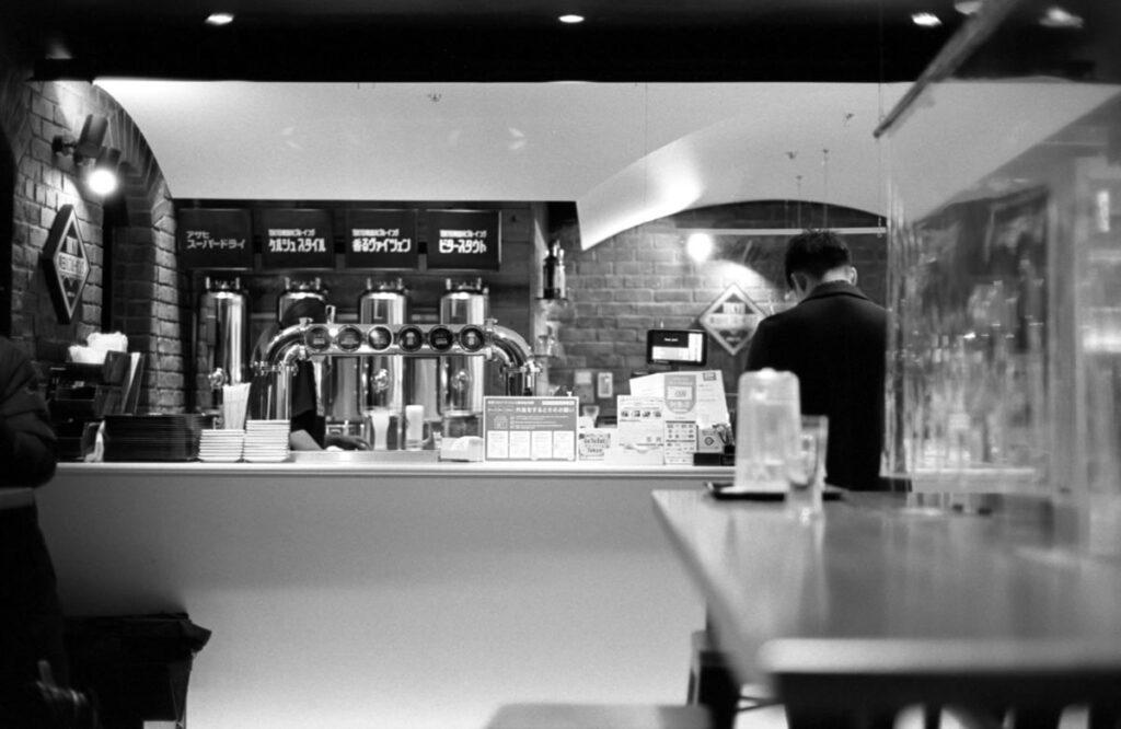 専門のスーパードライが飲めるらしい?|Leica M3 + C Sonnar T* 1.5/50 ZM + FKodak TRI-X 400