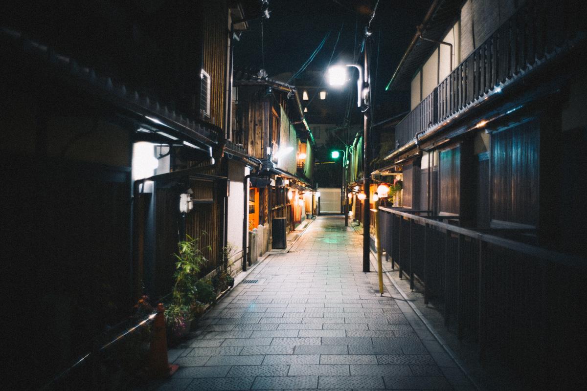 京都の・・・どこだろう、料亭街の一角|Leica M10 + Summilux 35mm f1.4